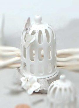 Gabbietta porcellana piccola con decoro fiori e farfalla