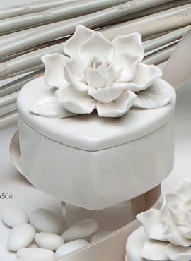 Scatola porcellana grande cuore magnolia