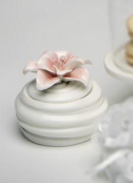 Scatolina porcellana con fiore rosa